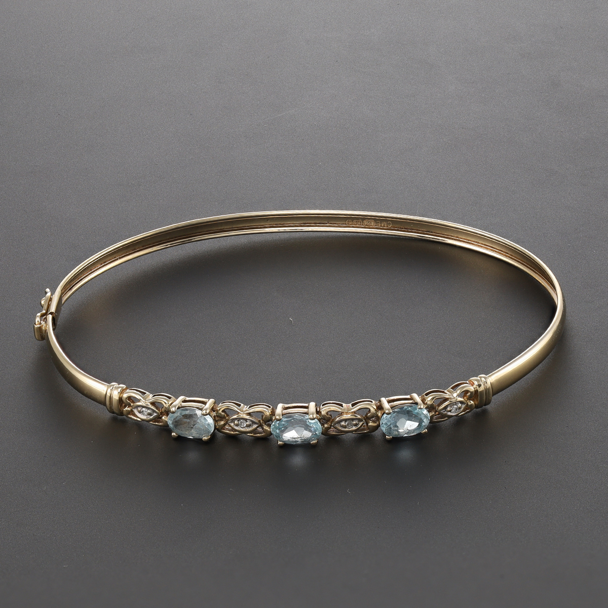 Pre-Owned-9-Carat-Gold-Blue-Topaz-amp-Diamond-Ladies-Bangle-6-5-034-RRP-230-KS15 thumbnail 3