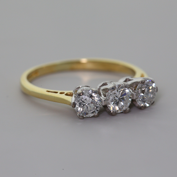 18Carat-Gold-0-71ct-Diamond-Trilogy-Ring-RRP-1500-KB24-FINANCE-AVAILABLE