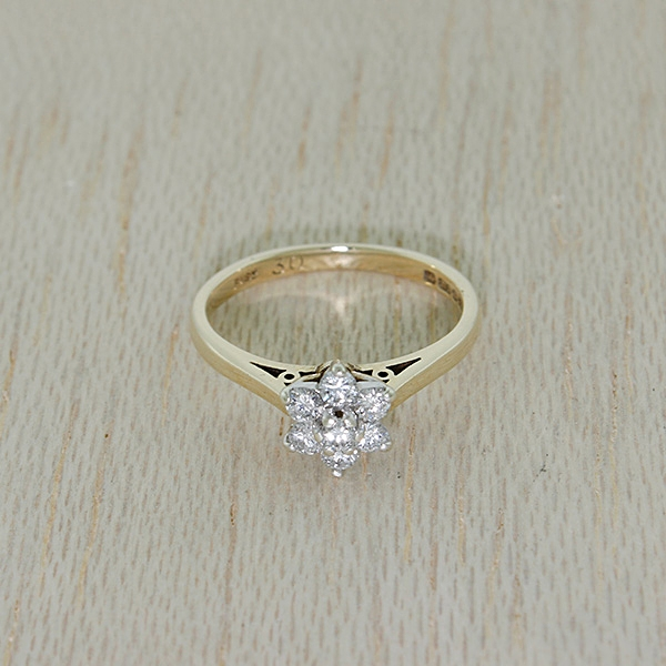 1984-UK-Hallmarked-9ct-Gold-0-30ct-Diamond-Cluster-Daisy-Ring-RRP-399-99-ZN8 thumbnail 3