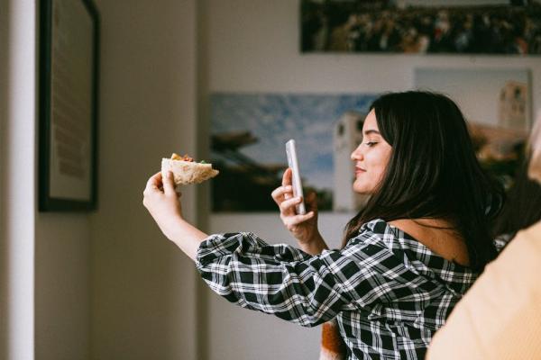 How to Dress Like an  Instagram Influencer